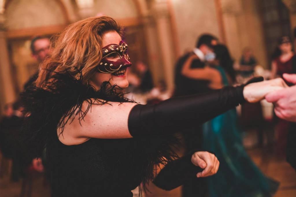 Tanzen und Unterhaltung in niveauvoller Umgebung